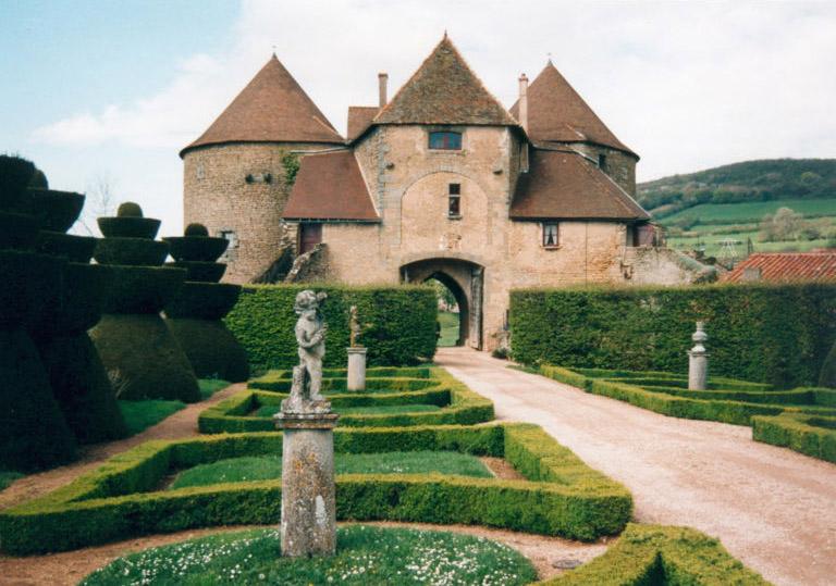 Jardin du château de Berzé