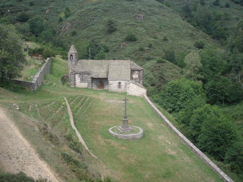 Chapelle face au Château d'Alleuze