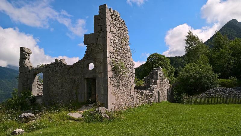Les ruines de Montbel au Cirque de Saint-Même