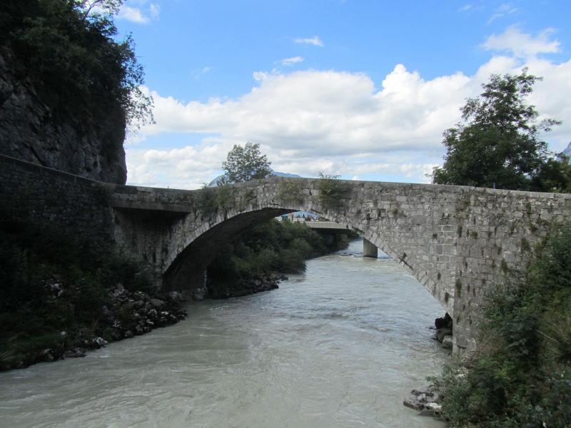 Le vieux pont de Cluses