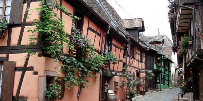 La rue des remparts de Riquewihr