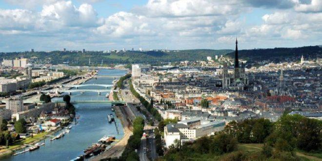 Rouen sur une boucle de la Seine