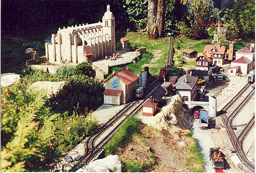 Le jardin ferroviaire à Chatte
