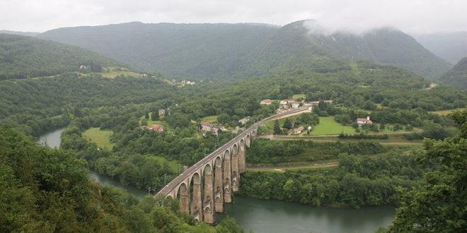 Viaduc de Cize-Bolonzon dans les Gorges de l'Ain