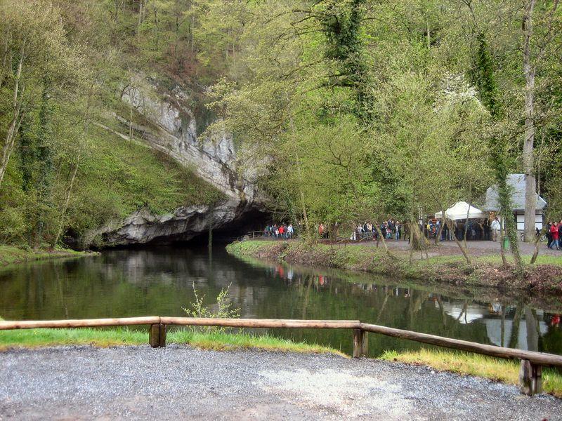 Résurgence de la Lesse près des Grottes de Han