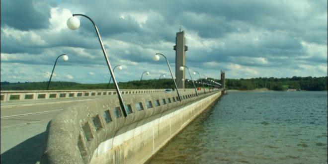 Barrage de la Plate Taille sur les lacs de l'eau d'Heure