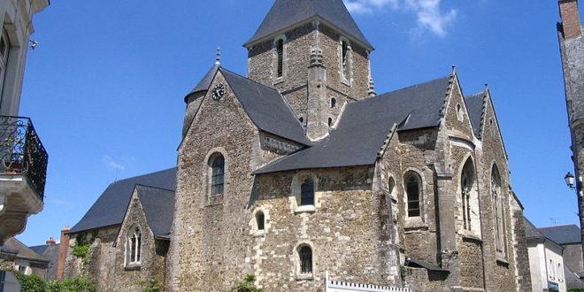 Eglise fortifiée à Saint-Denis-d'Anjou