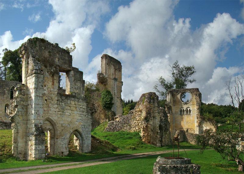 Ruines de l'Abbaye de Mortemer