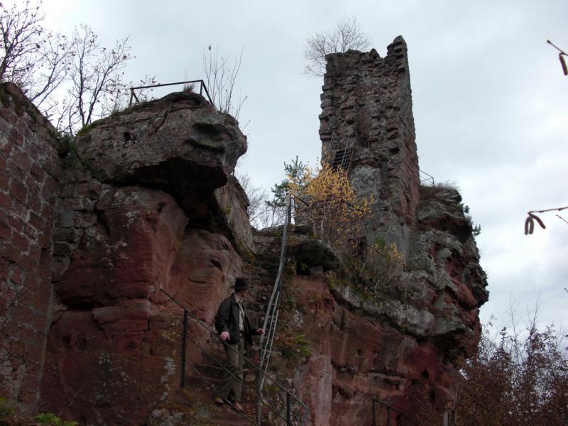 Château de Lutzelhardt près de Obersteinbach