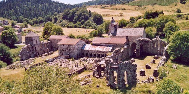 L'Abbaye de Mazan près de Saint-Cirgues-en-Montagne