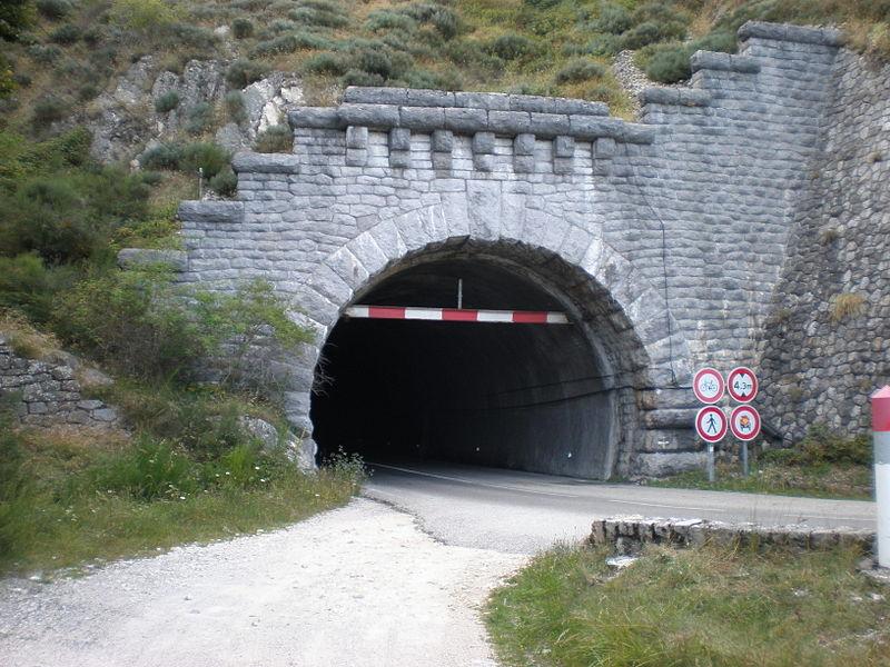 Tunnel du Roux vers Saint-Cirgues-en-Montagne