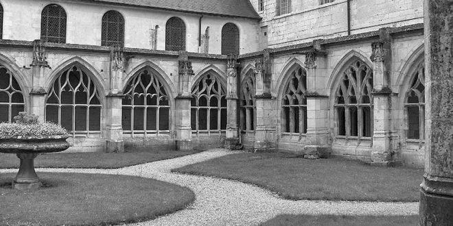 Cloître de Saint-Wandrille dans l'Abbaye de Saint-Wandrille de Fontenelle
