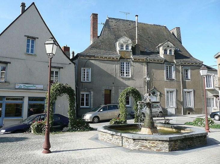 Place de Guesclin à Pouancé