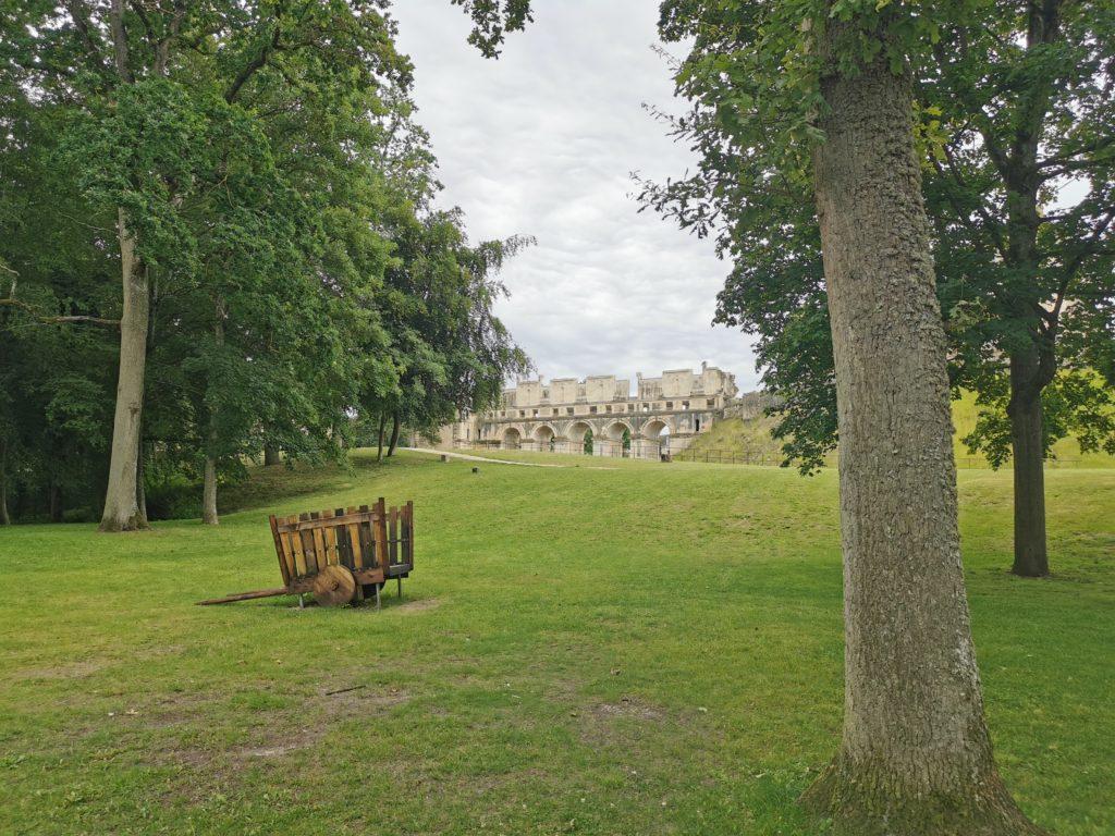 Pont d'accès aux ruines du château de Fère-en-Tardenois